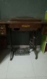 Antique sewing machine. $80 can nego