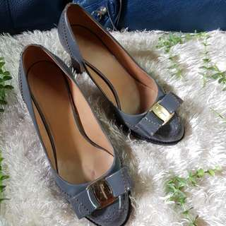 Authentic Salvatore Ferragamo In Grey Bow Chunky Heel Pumps Size 4 1/2 also fits to size 36