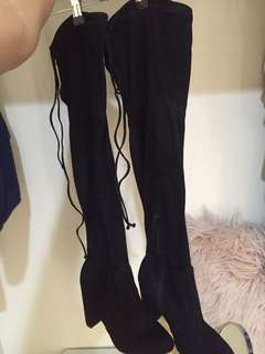 Black knee high boots FAMOUS FOOTWEAR