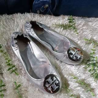 Authentic Tory Burch Reva In Silver Leather Ballet Flats Size 5 also fits to size 6