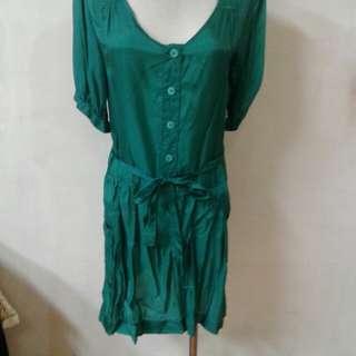 絲綢洋裝原價三千多
