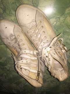 Sepatu putih guess