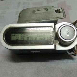 LG MF-FE422 數位音樂隨身聽 MP3播放器 MP3 Player FM收音機投射  可現場錄音(附皮套使用1個4號電池)256M,多音場選擇