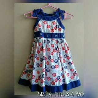 Sunday dress for girls. Fits 3 to 4 y/o