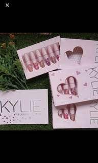 kylie jenner velvet and matte lipstick