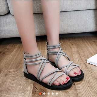 [INSTOCK] Fashion waterproof antiskid flat sole women's sandals