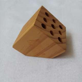 Block pen holder