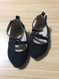 Old navy shoes fits 9-12 mos