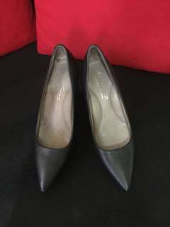 Pre loved Kenneth Cole shoes