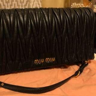 Miumiu9成新,可單肩或做手包,$6750係Reebonz購入,有購買紀錄,配件齊全。