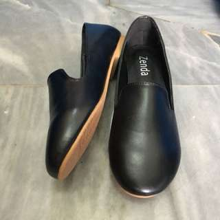 Zenda Black Flats Office Shoes
