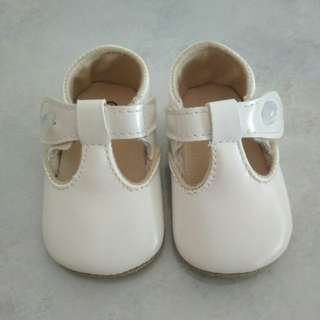 Sepatu Bayi Perempuan Putih