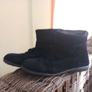 S&H SUEDE BLACK WINTER BOOTS