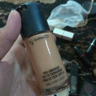 Mac Pro Long Wear Foundation