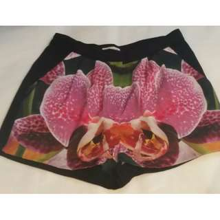 NEW RRP $210 Cameo - Size M - Monster Mash Orchid Shorts