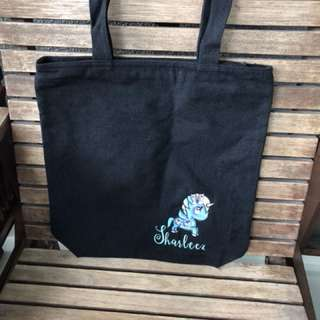 Customised embroidery for zippered tote