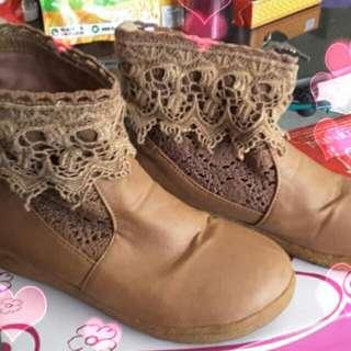 Spatu boot coklat