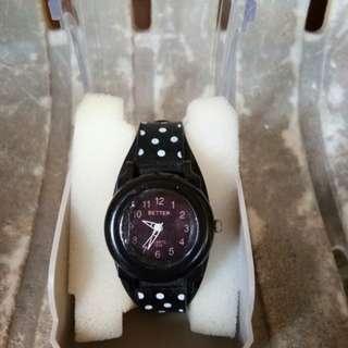 C05 jam tangan hitam