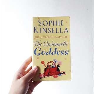 The Undomestic Goddess bySophie Kinsella