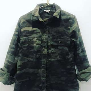 Forever 21 camouflage shirt. Size 8/10. Like brand new