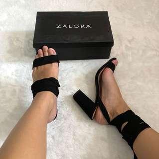 1 sepatu 2 model bisa berbeda