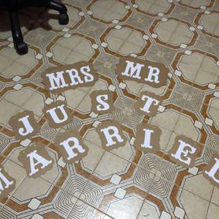 Mr and Mrs and Love sign