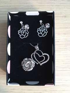 生日禮物必備 玫瑰花🌹首飾套裝 耳環 項鍊 戒指
