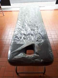 Tempat tidur massage ada lubang muka