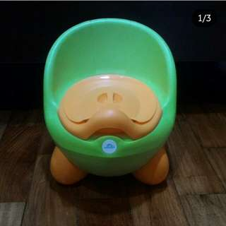 Mom and baby potty trainer
