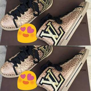 LOUIS VUITTON SHOES 💯✔Authentic