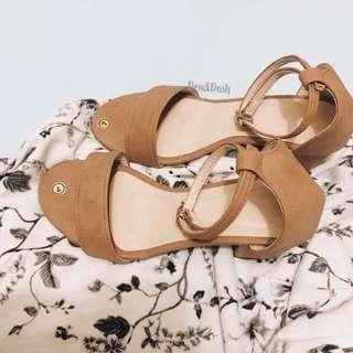 Repriced. Tan block heels sizes 8&9
