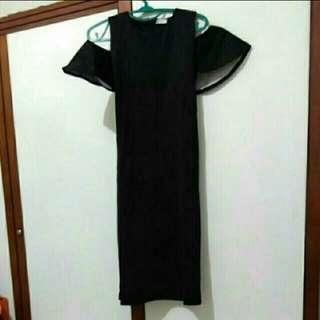 Dress hitam shoulder