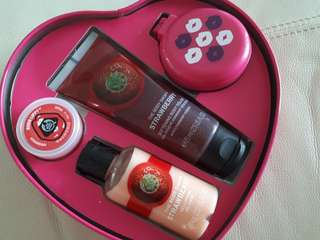 Body Shop Heart shape  gift set (Strawberry flavour)