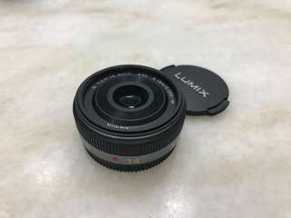 Panasonic Lumix 14mm f2.5 pancake lens Fullset box