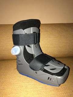 Aircast / walking boot (MEDIUM)