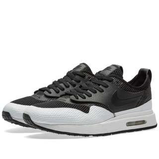 NIKE AIR MAX ROYAL SE BLACK & WHITE