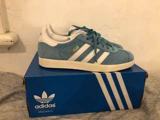 ADIDAS GAZELLES - LIGHT BLUE