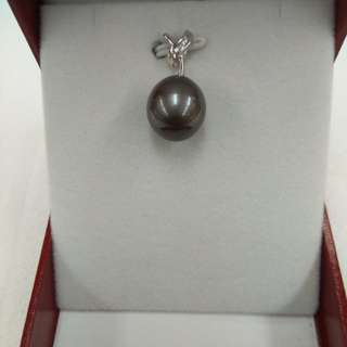 Tahiti Black Pearl Pendent with 18k White Gold Diamond Mounting
