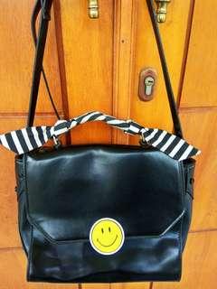 Sling Bag zara smile ☺️ turun harga