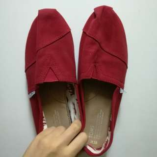 Authentic TOMS size 10