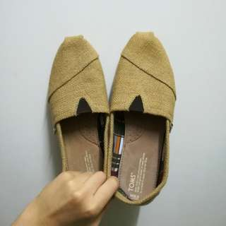 Authentic TOMS size 9.5