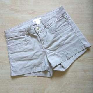 H&M beige shorts