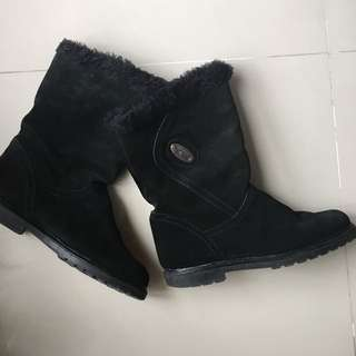 Black suede winter boots