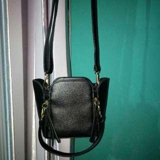 Fashion Black Mini Sling Bag / Tas Fashion Import Korea / Tas Hangout Kecil / Tas Selempang