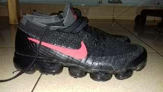 Nike flyknit vapormax black red