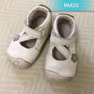 Clarks prewalker shoe