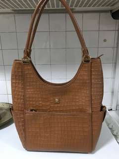 Hilly Bag  (L 38cm X  B 36)