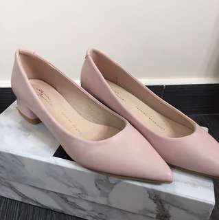 Air space *brand new* low heel