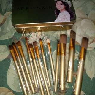 Brush set (1 dozen)