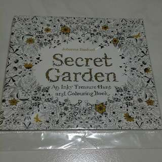 Secret Garden - An Inky Treasure Hunt & Colouring Book